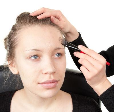 Aknenarben mit Make-Up abdecken